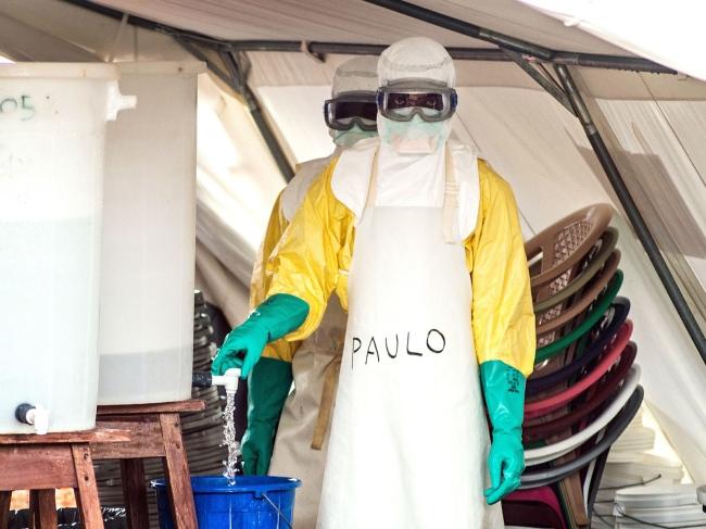 ebola-suit-1
